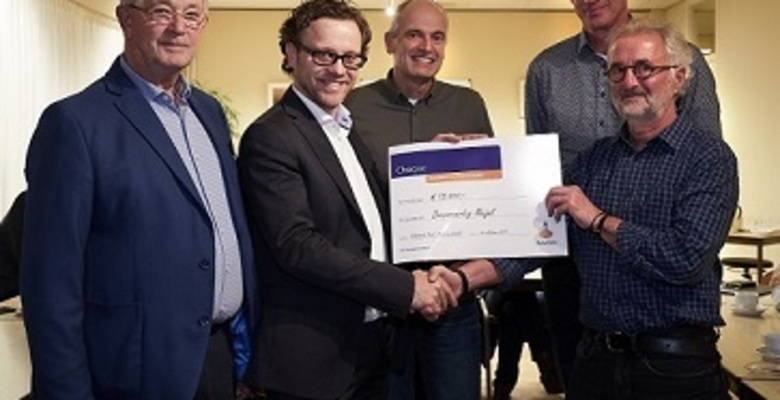 Foto overhandiging cheque pers website 2.jpg